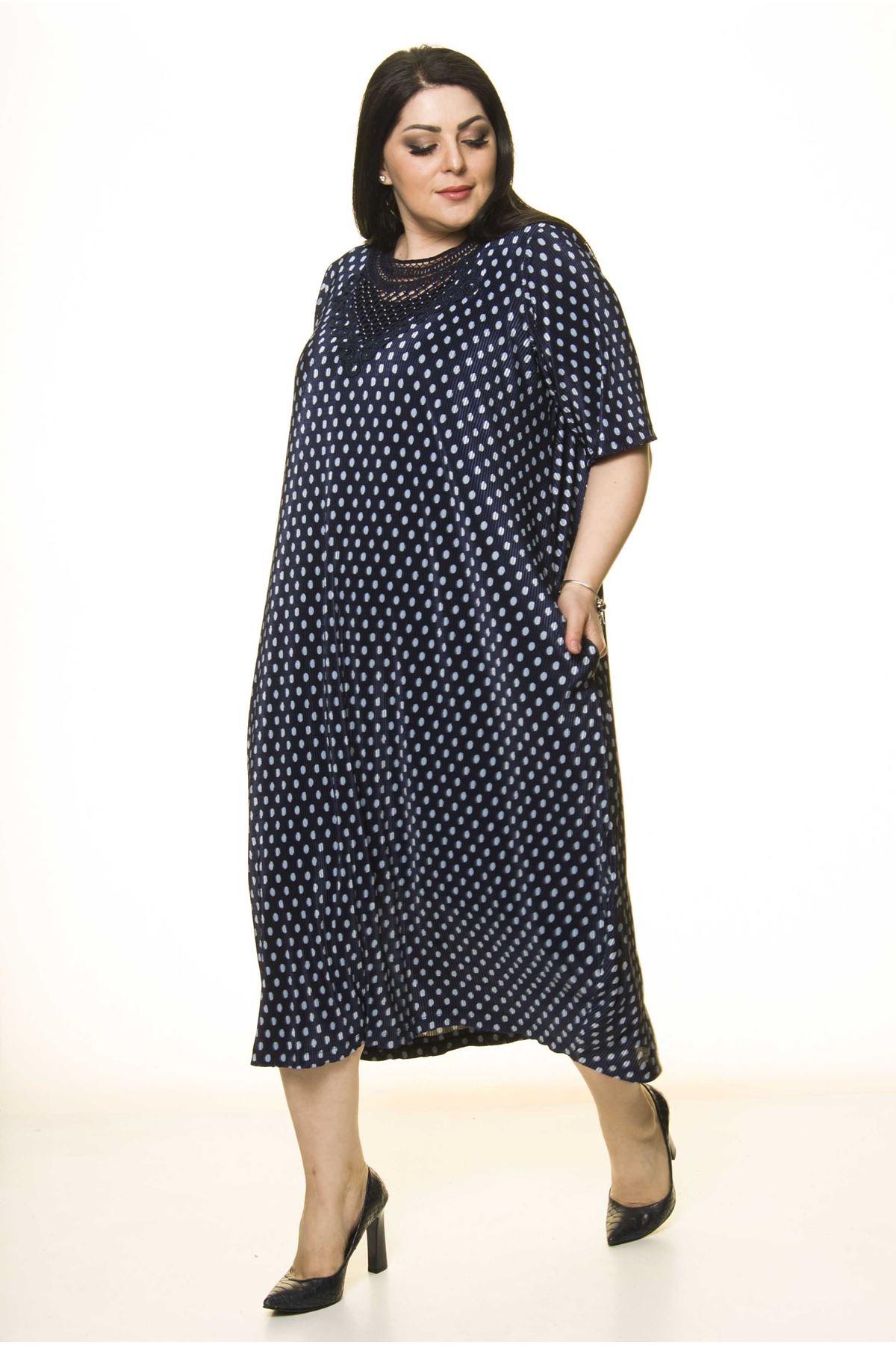 Yaka Detaylı Lacivert Puanlı Cepli Büyük Beden Elbise F10-1730