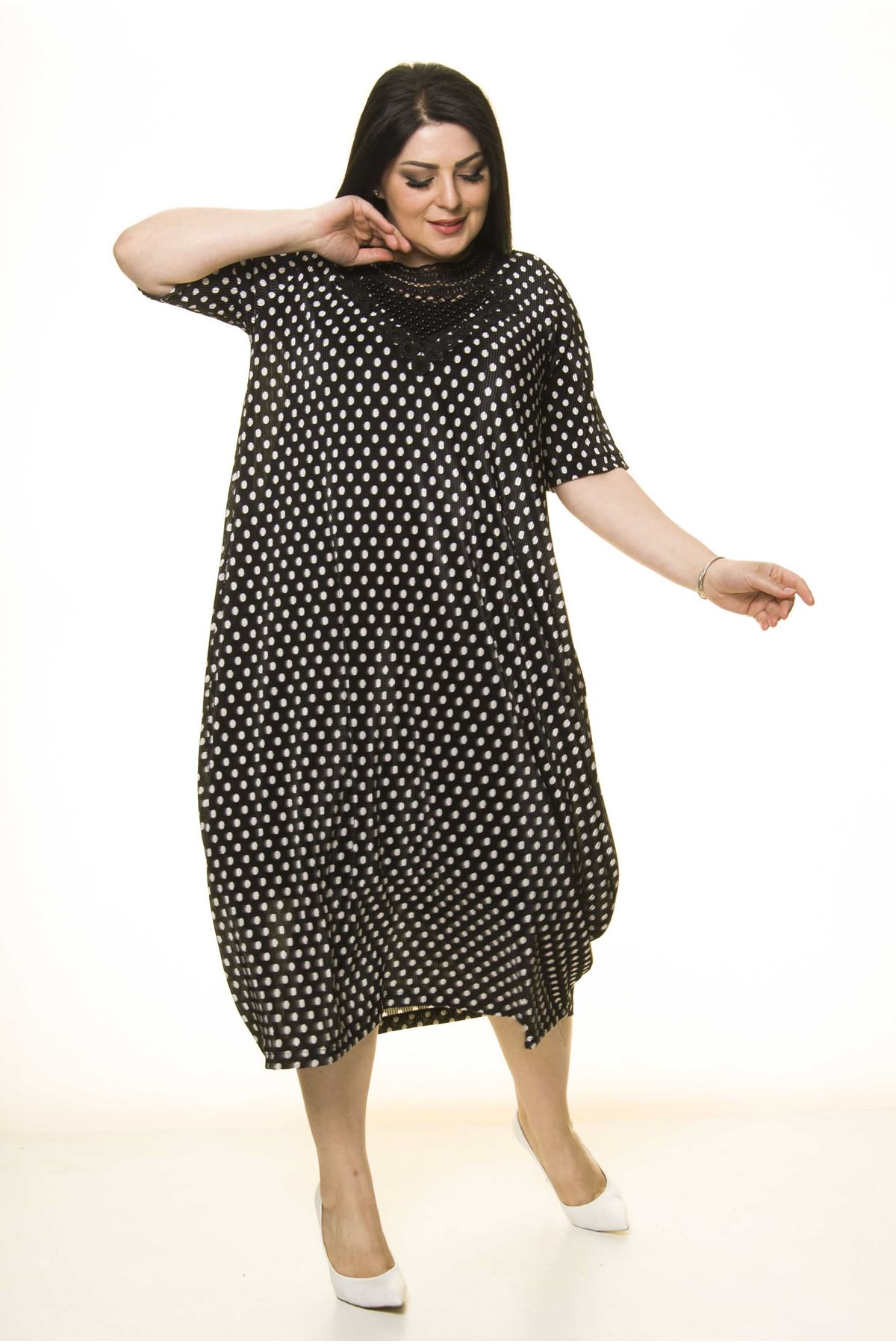 Yaka Detaylı Siyah Cepli Büyük Beden Elbise F10-1737