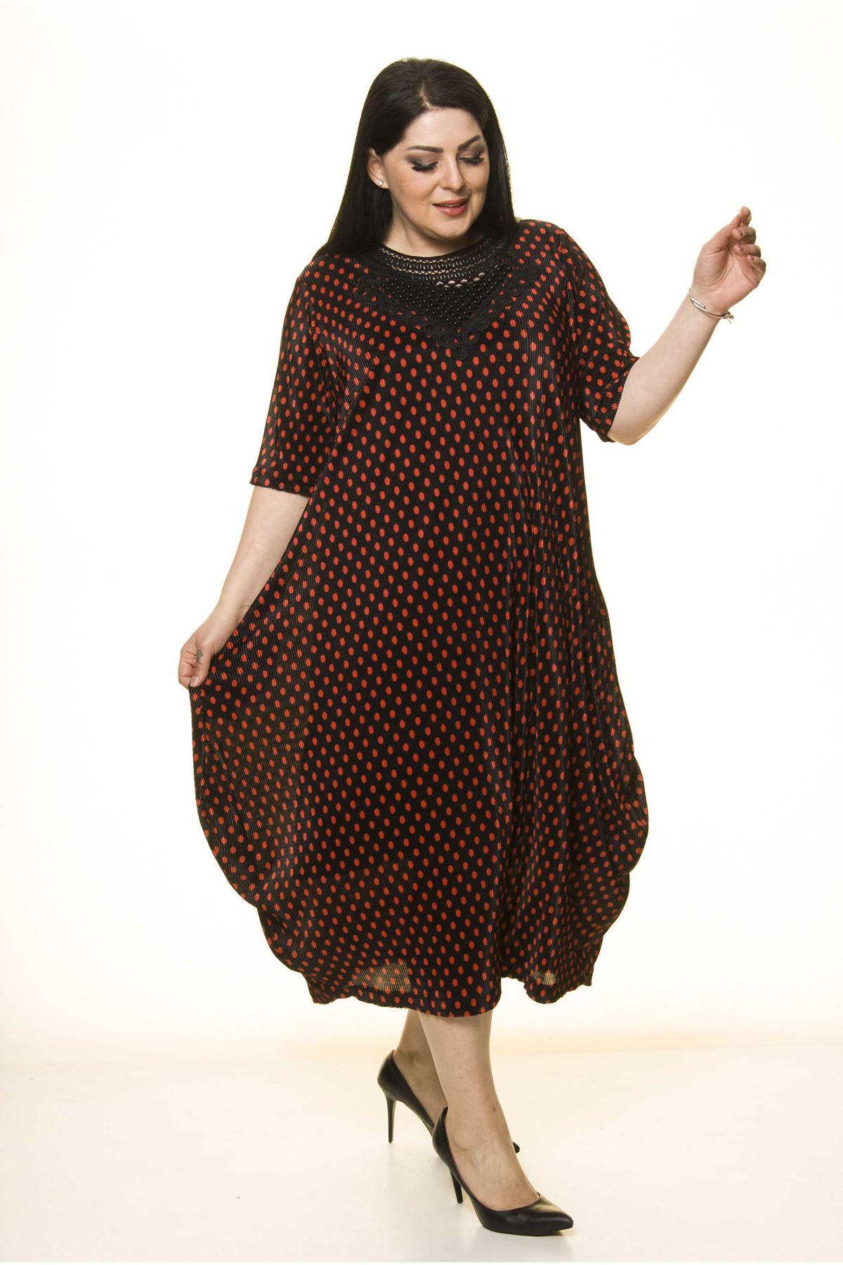 Yaka Detaylı Siyah Cepli Büyük Beden Elbise F10-1736